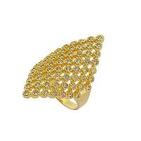 Anel folheado a ouro repleto de pedras de zircônia na parte frontal